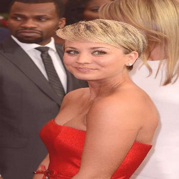 Kaley Cuoco is proof that you can grow out short hair without any awkward stages. Here's how she pu