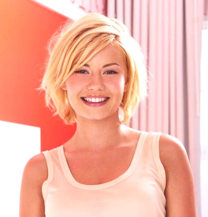Ask a Hairstylist: How to Grow Out Your Hair After a Pixie Cut   The Skincare Edit