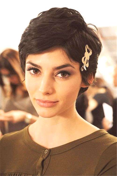 It is easy to get a pixie, but sometimes growing out a pixie cut can be a little distressing. Here
